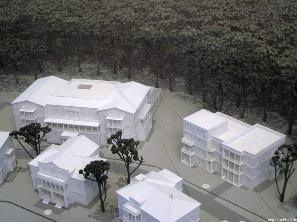 Modell des Ensemble-Palais (links)