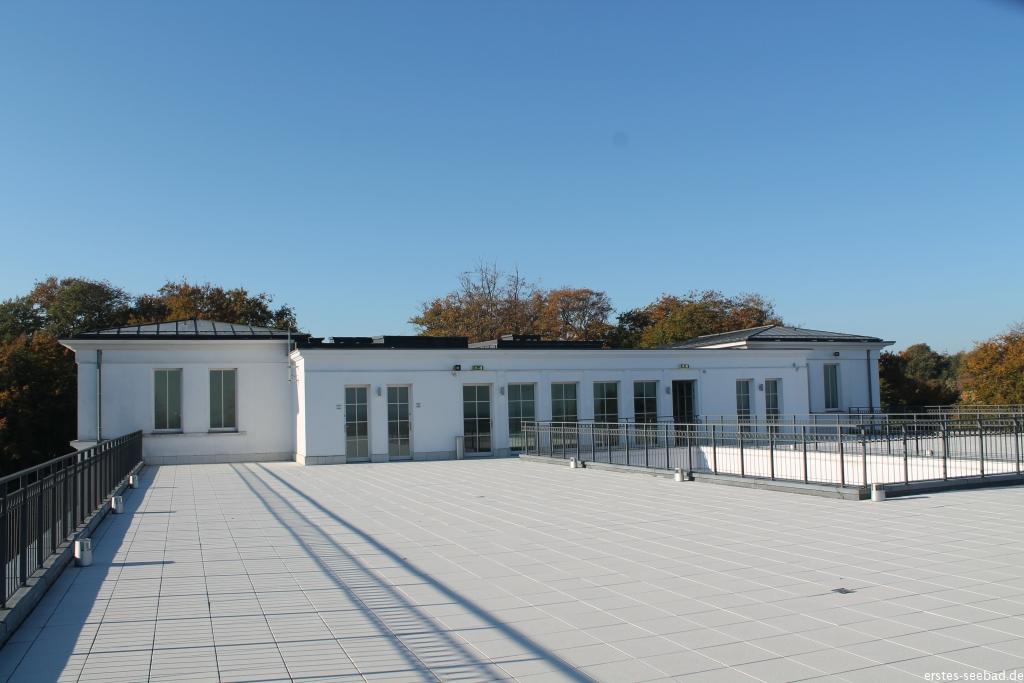 Die Dachterrasse des Severin-Palais winterfest gemacht ohne Liegen, Tische, Bänke und Schirme