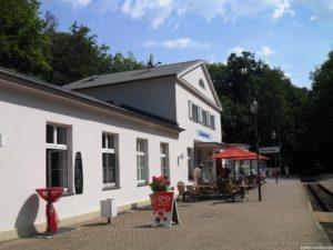 Nicht nur Bahnhof, auch Restaurant, Eisdiele, Fewo und Touristinfo