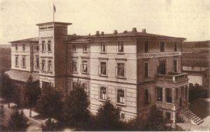 """Gebaut wurde das Haus als """"Hotel & Pension Krieg""""."""