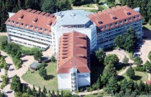 """Die Dr.-Ebel-Klinik """"Moorbad"""" zog 1996 vom alten ins neue Haus um"""