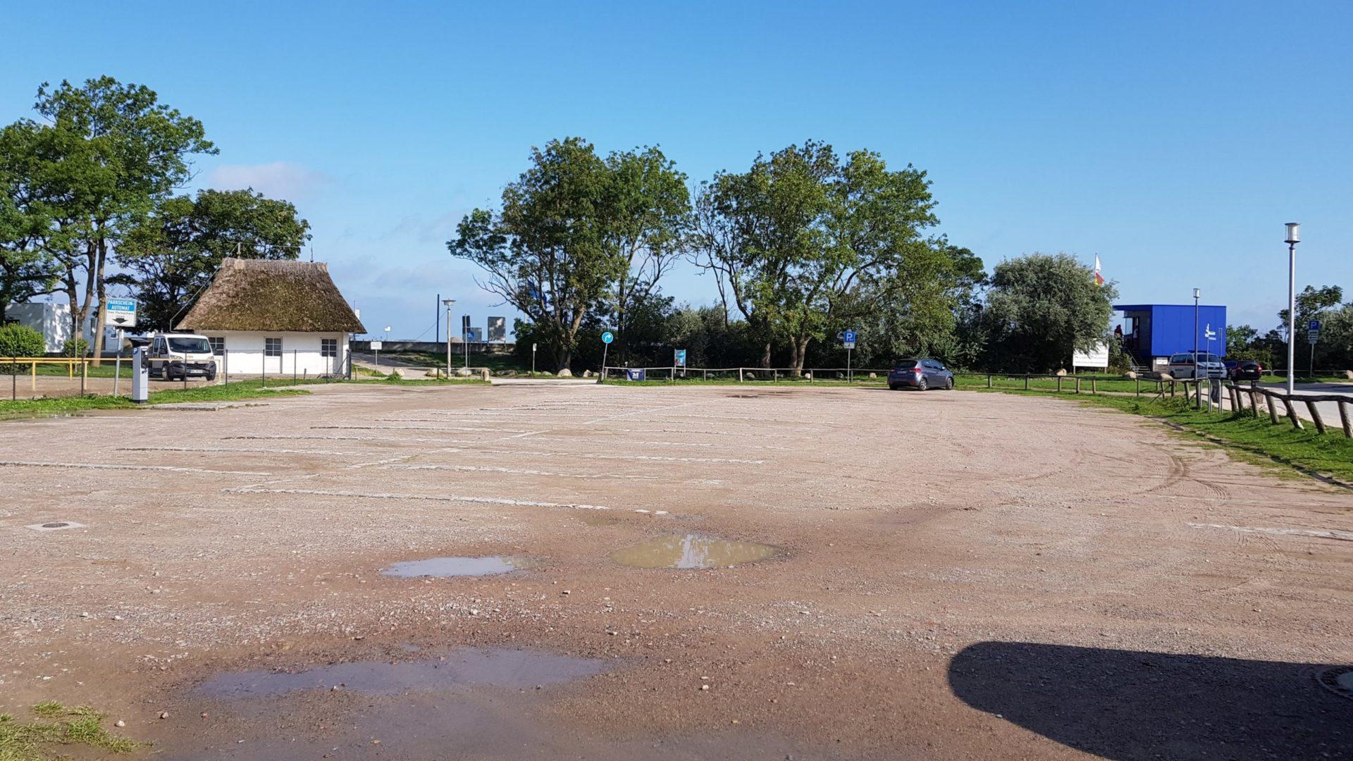 Parkplatz am Strand von Heiligendamm mit Zugang zur Promenade und Medinis