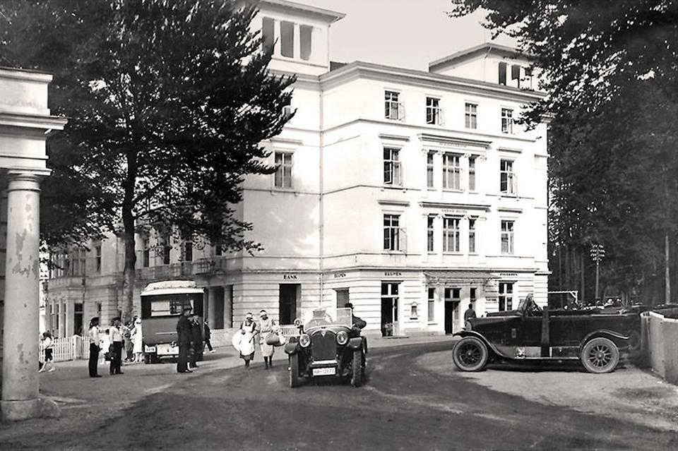 Doberan-Heiligendamm_20er_Grandhotel-Oldtimer