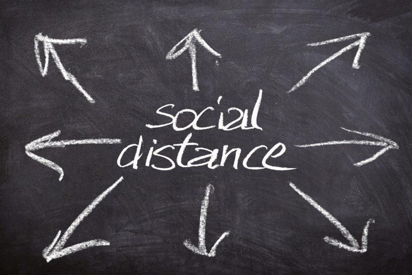 Kreide auf Tafel - social distance