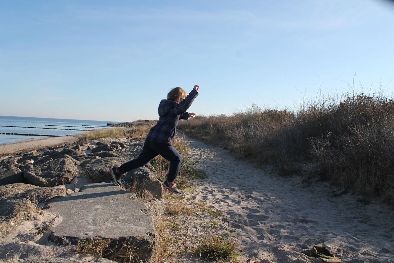 Kind springt